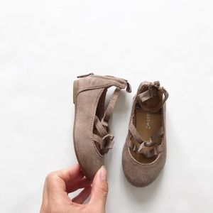 Old Navy taupe faux suede bow flats EUC size 5